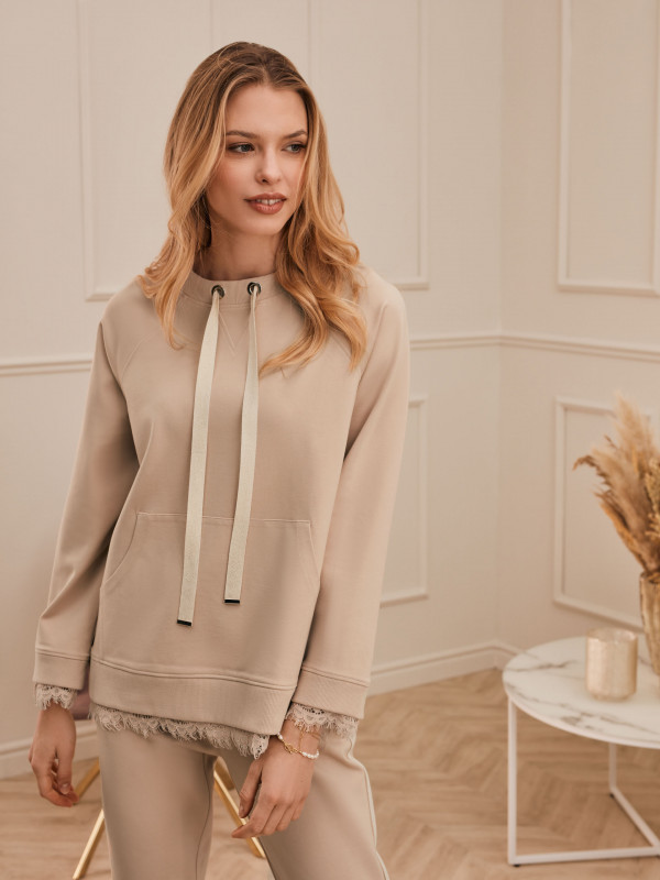 BEIGE BLOUSE WITH LACE