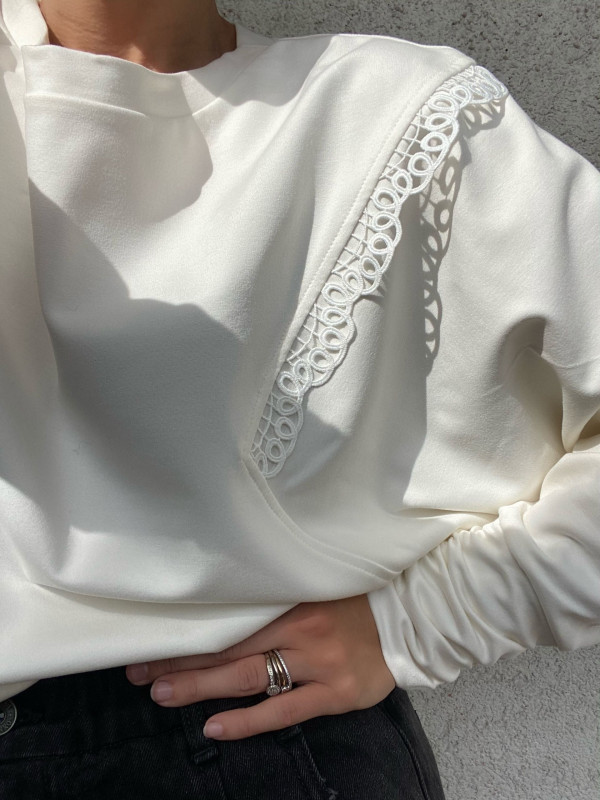 White blouse with pleats and frill